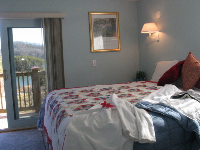 Bedroom With View Of Lake In Mountain City
